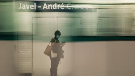 В метрото в Париж