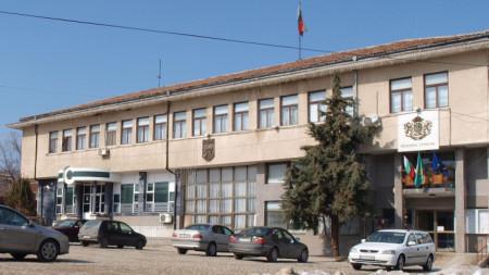 Сградата на Общината в Стрелча.