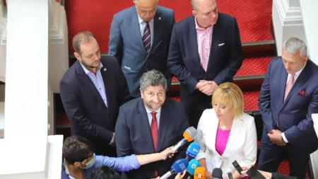 Христо Иванов, Мая Манолова и депутати от ДБ и ИБГНИ проведоха консултации в Народното събрание.