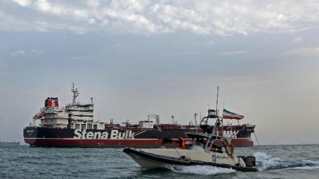 През юли Иран задържа британски танкер в Ормузкия проток