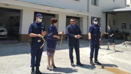 Министър Младен Маринов и кметът на Троян Донка Михайлова откриха обновената сграда на местното районно управление на МВР.