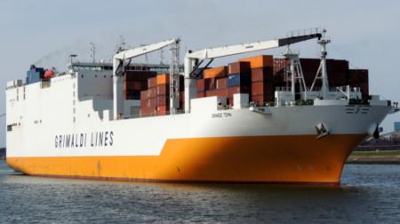 """Освободеният кораб """"Гранде тема"""" е отведен в пристанище Тилбъри."""