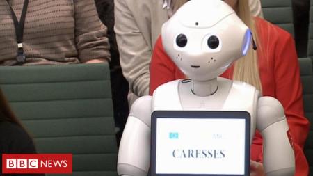 Роботът Пепър бе изслушан в комисията по образование на британския парламент при обсъждане на изкуствения интелект.