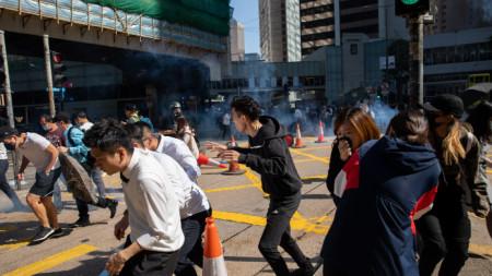 Ескалация на продължаващите повече от пет месеца протести в Хонконг