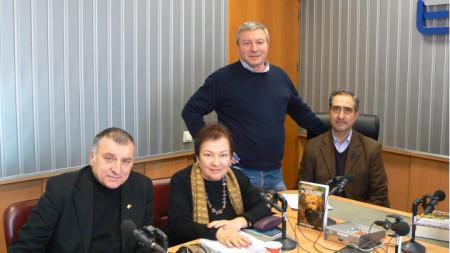 """Бойко Беленски, Петя Йотова, Митко Новков и доц. Цветелин Степанов (отляво надясно) в студиото на програма """"Христо Ботев"""""""