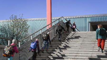 Деца отиват на училище в Хелзинки, 14 май 2020