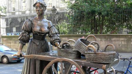Статуята на Моли Малоун в Дъблин.