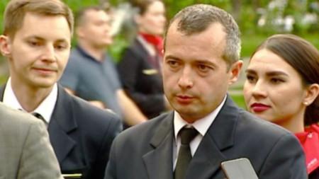 Награждаване на пилотите Дамир Юсупов (в средата) и Георги Мурзин (в ляво) със звание