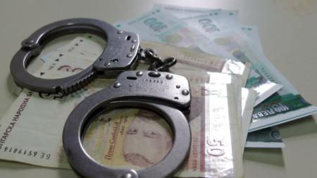 Групата събирала чрез  заплахи и физическо насилие дълговете на кредитно дружество.