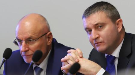 Министърът на финансите Владислав Горанов и управителят на БНБ Димитър Радев