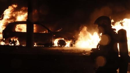 Горящи коли в Париж при сблъсъци на полицията и протестиращи миналия уикенд.