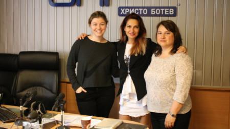 Виктория Василенко, Ива Дойчинова и Юлия Караатанасова (отляво надясно)