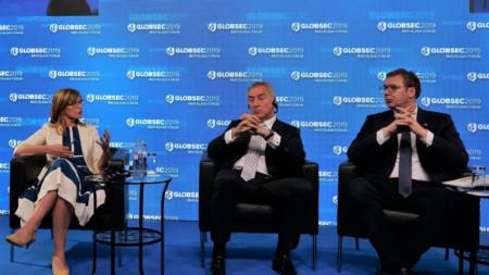 Екатерина Захариева, Мило Джуканович, президент на Черна гора, Александър Вучич на форума ГЛОБСЕК в Братислава.