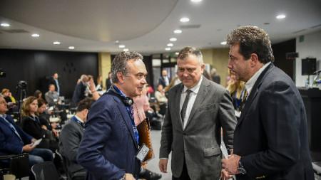 От ляво надясно: Стефано Балди, посланик на Италия у нас, Александър Велев, генерален директор на БНР, Константин Каменаров, генерален директор на БНТ.