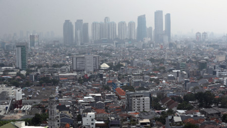 Изглед към столицата на Индонезия Джакарта.