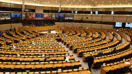 Заради пандемията пленарната сесия е намалена до еднодневен дебат и втори ден чрез видеоконференция.