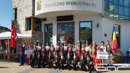 Международни групи с участие в Неделино