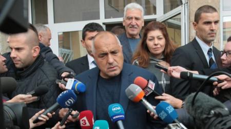 Премиерът Бойко Борисов говори пред журналисти, след като гласува в Банкя.