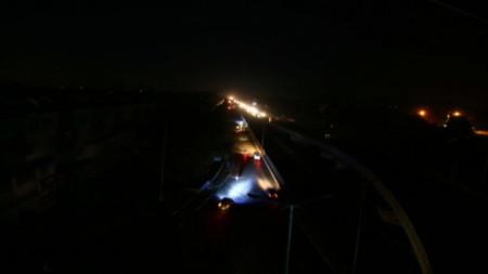 Най-големият град в Пакистан - Карачи - беше един от засегнатите от мащабното спиране на тока в страната