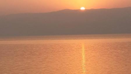 Изгрев на Мъртво море