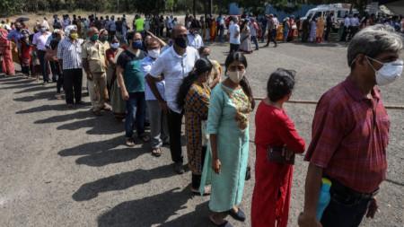 Опашка за ваксиниране в Мумбай, 21 април 2021 г.