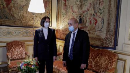 Френският външен министър Жан-Ив Льо Дриан се среща с белоруската опозиционна активистка Светлана Тихановская, Париж, 15 септември 2021