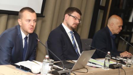 Петър Ганев, Иван Брегов и Тихомир Безлов (от ляво надясно)