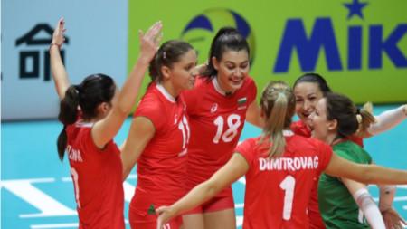Националките загубиха от Китай с 0:3 гейма.Силвана Чаушева (№18) отбеляза 13 точки за България.