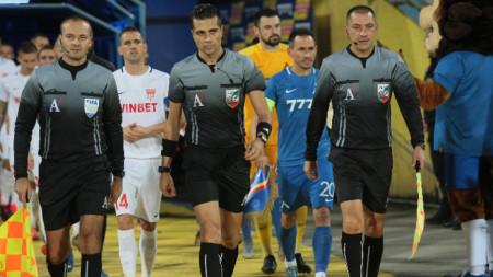 Георги Давидов (в средата)
