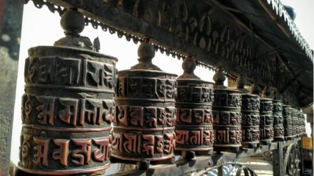 В Непал смятат, че с въртене на религиозни барабани и повтаряне на мантри всяко желание е изпълнимо.
