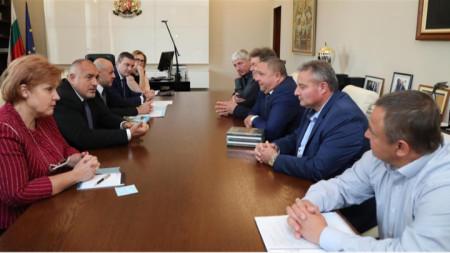Кметовете на срещата с министър-председателя.