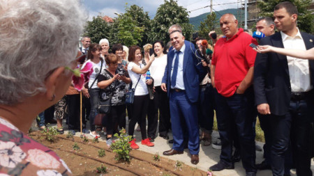 Премиерът Бойко Борисов инспектира реновирани инфраструктурни обекти в Сливен.