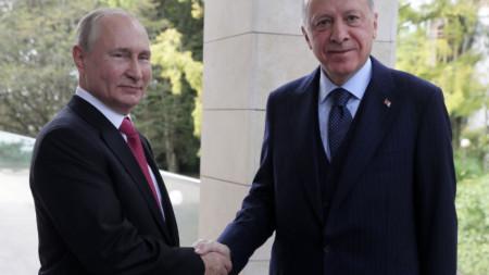 Договореността е била постигната на срещата вчера между президентите Владимир Путин и Реджеп Ердоган в Сочи.
