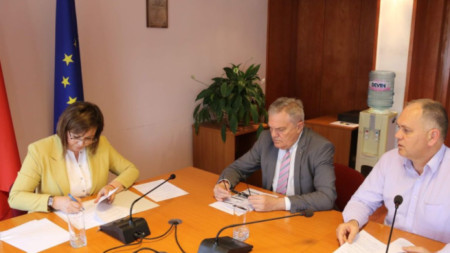 Kornelia Ninova, Rumen Petkov (middle), Georgi Kadiev