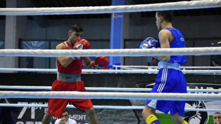 Даниел Асенов нокаутира боксьор от Косово.