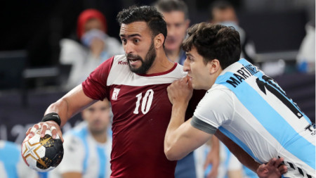 Натурализираният кубинец Франкис Марсо (с топката) отбеляза 8 гола за Катар.