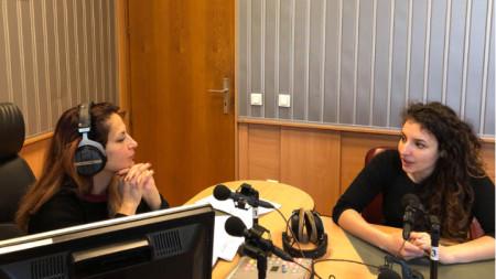 "Ива Дойчинова (вляво) и Михаела Стойкова в студиото на програма ""Христо Ботев"""
