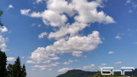 Небето над село Момчиловци