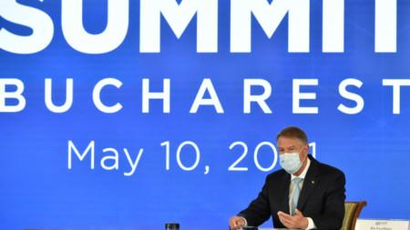 Домакин на видеоконферентна връзка на високо равнище на страните от формата Б9 бе румънският президент Клаус Йоханис.