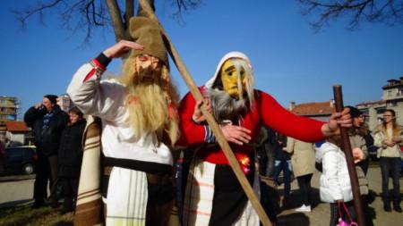 Маскарадните игри като част от традиционната обредна култура изразяват характерни вярвания от миналото.