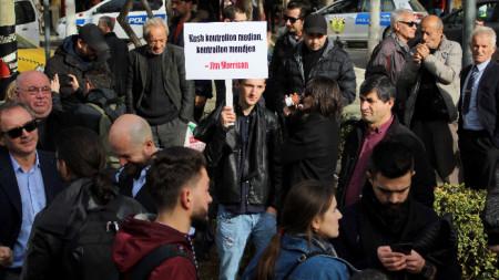 Петнайсет журналистически организации и граждански сдружения настояха депутатите да отхвърлят подкрепяното от правителството законодателство.
