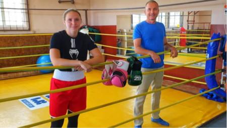 Инна Цветкова и Едуард Тодоров в залата на БК
