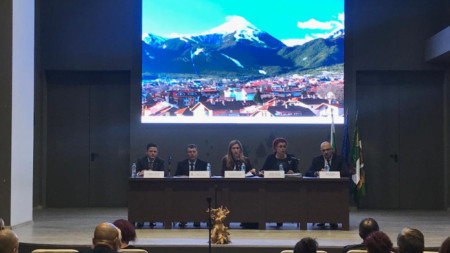 Министър Николена Ангелкова проведе среща в Банско за подготовка на зимния сезон.