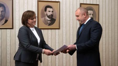 Корнелия Нинова връща неизпълнения мандат на Румен Радев.