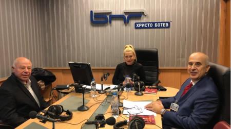 Адв. Захари Генов, Анелия Торошанова и нотариус Камен Каменов (от ляво надясно)