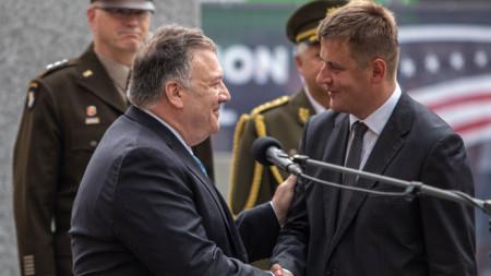 Майк Помпейо в Пилзен с чешкия министър на външните работи Томаш Петршичек