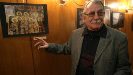 """Лука Станчев на откриването на фотоизложбата му под надслов """"Българските светини в Албания"""" в Народното събрание на 10 март 2011 г."""