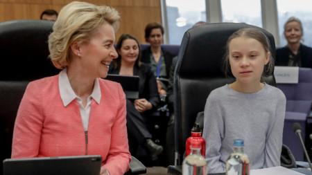 Председателката на ЕК Урсула фон дер Лайен с екоактивистката Грета Тунберг.