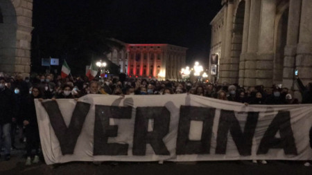 Протест срещу мерките, предприети за спиране на разпространението на пандемията от Covid-19 от италианското правителство, Верона, 28 октомври 2020 г.