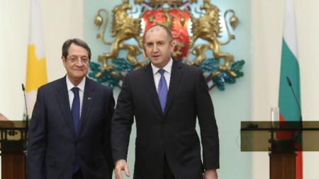 По покана на българския държавен глава Румен Радев на официално посещение в България е президентът на Република Кипър Никос Анастасиадис.